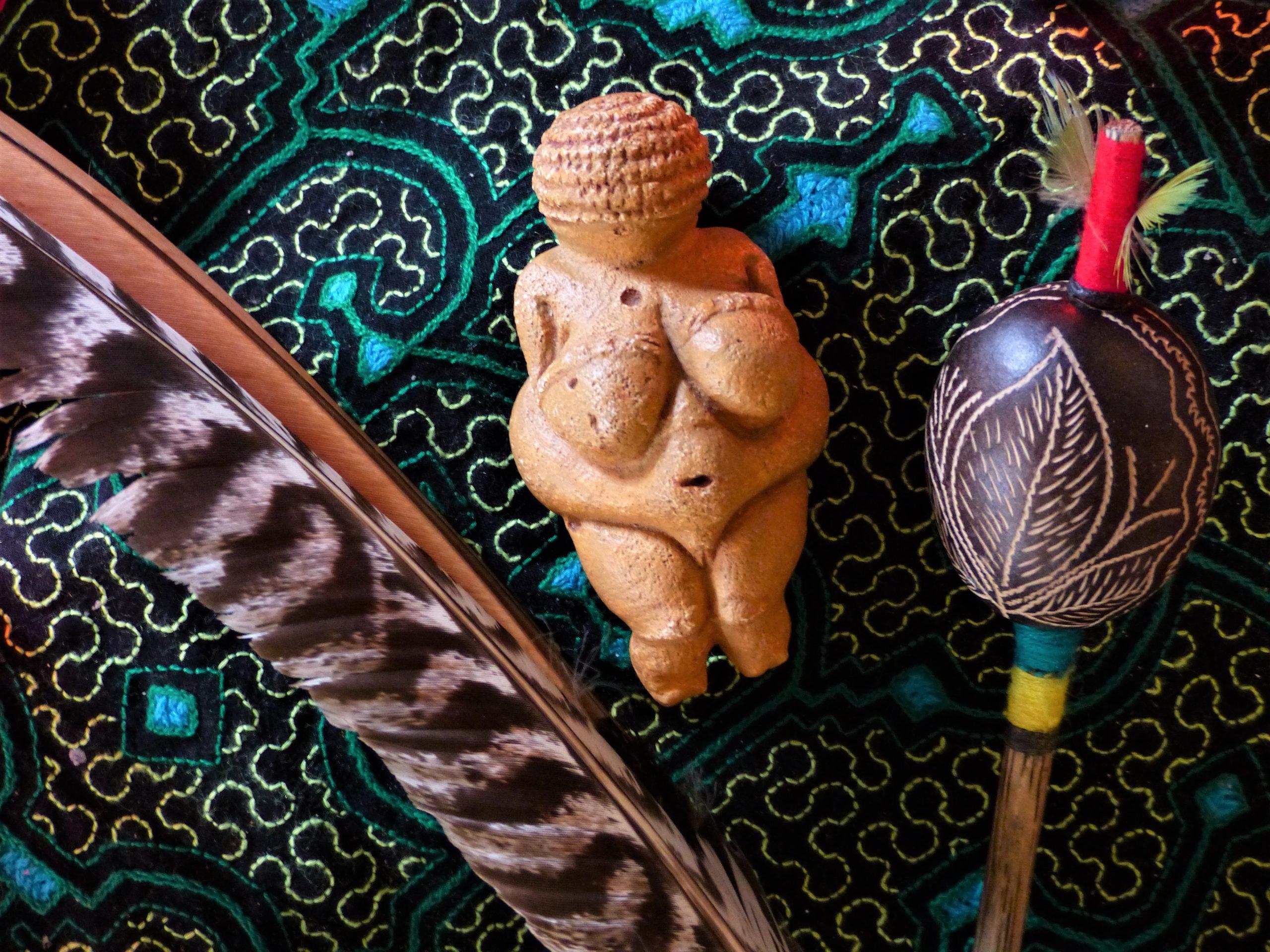 Altperuanische Pfeife und Rassel
